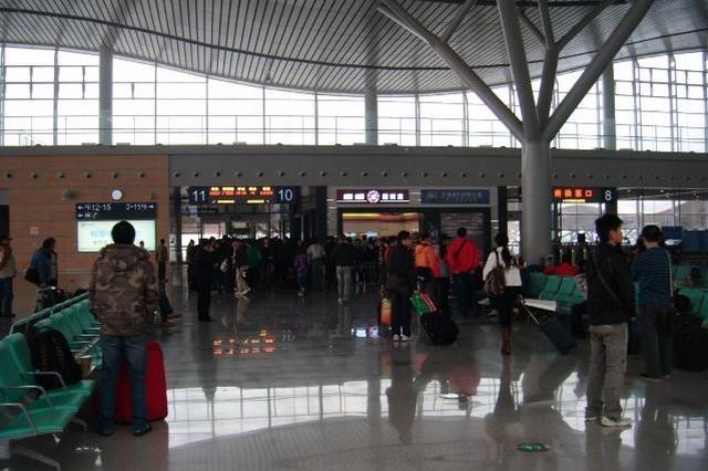 长沙南加强安检 春运期间坐高铁可能遇到开包检查