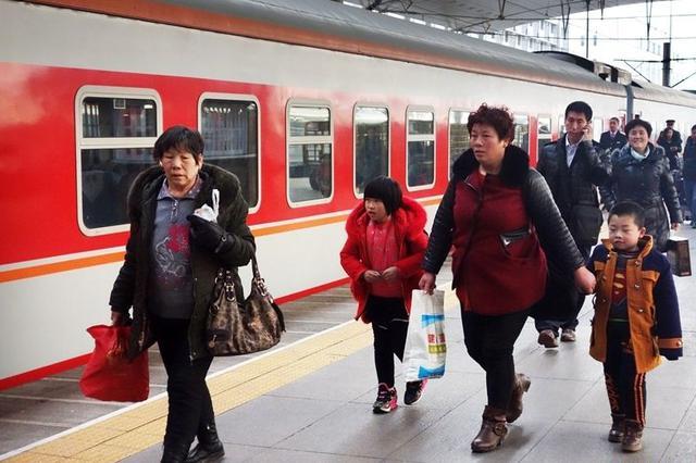 高铁返程客流持续攀升 长沙前往省内高铁有余票