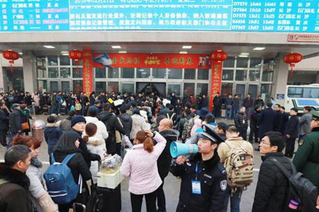 常德火车站迎来返程客流高峰 比去年同期增加5255人