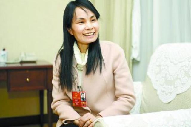 """湖南代表团女代表委员的""""柔与刚"""""""
