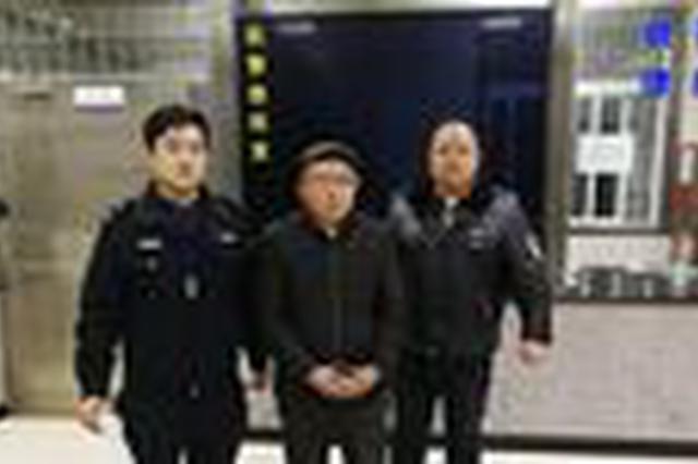 常德市临澧两男子追砍执法人员 现已被警方控制