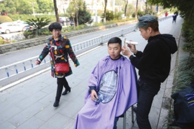 自称长沙第一人:30岁小伙提供上门理发