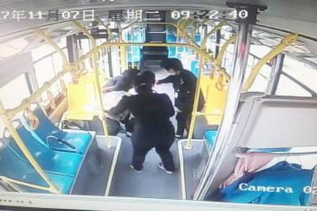 长沙公交司机收留迷路老人 送至派出所终回家人身边