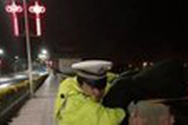 3个月前制服过歹徒的湘潭交警 11日又救下一个轻生者