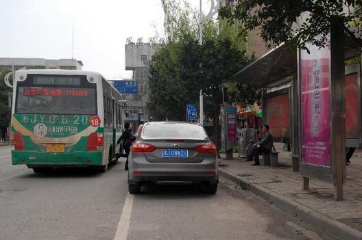 网友举报常德一公交车拒载老人 涉事司机被辞退