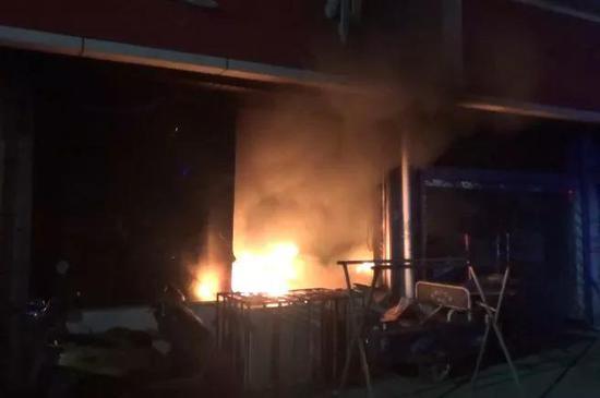 常州一超市凌晨起火