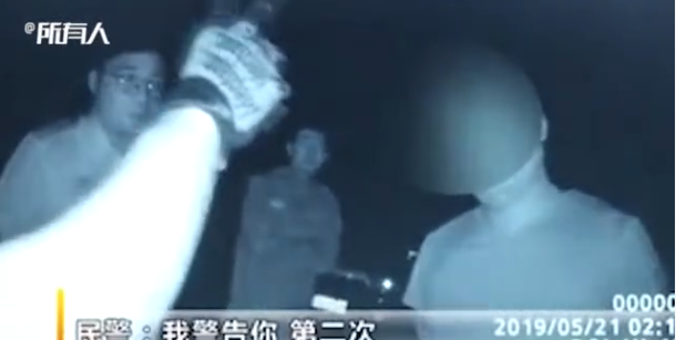 男子暴打妻子后指使其弟放狗咬警察 两人均获刑