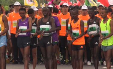 2016扬州鉴真国际半程马拉松赛 运动员直言无压力