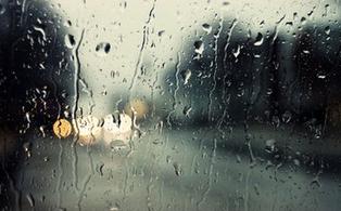 江苏将迎来阵雨或雷雨天气 潮湿闷热渐成常态
