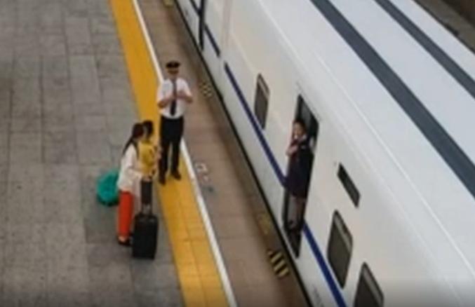 女子下高铁时连续掌掴辱骂乘务员 被警方行拘三日