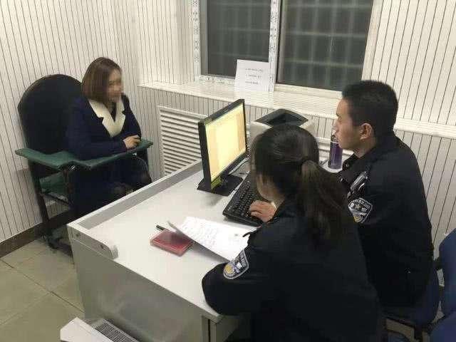 """女子携刀乘地铁打骂民警称""""顶多拘15天"""" 已被刑拘"""