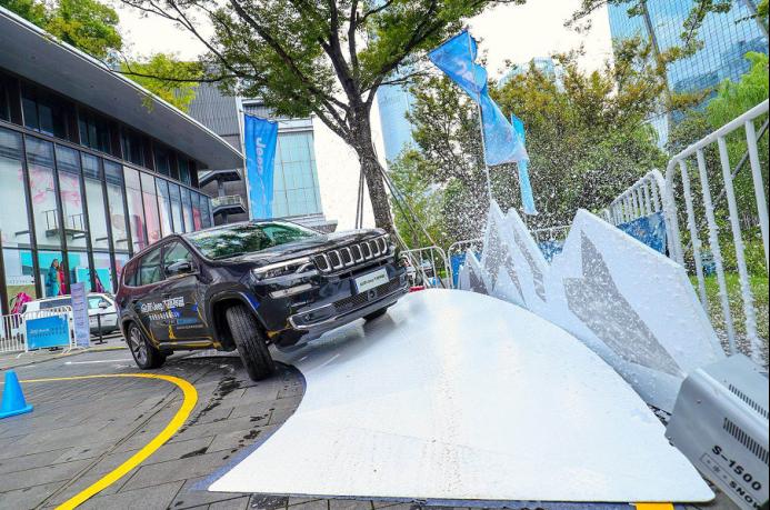 看Jeep专业级SUV应对四季全场景