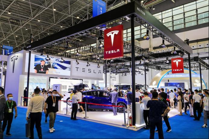 特斯拉亮相首届中国国际消费品博览会