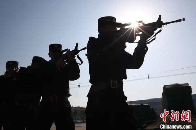 南京铁警开展应急处突演练守卫春运