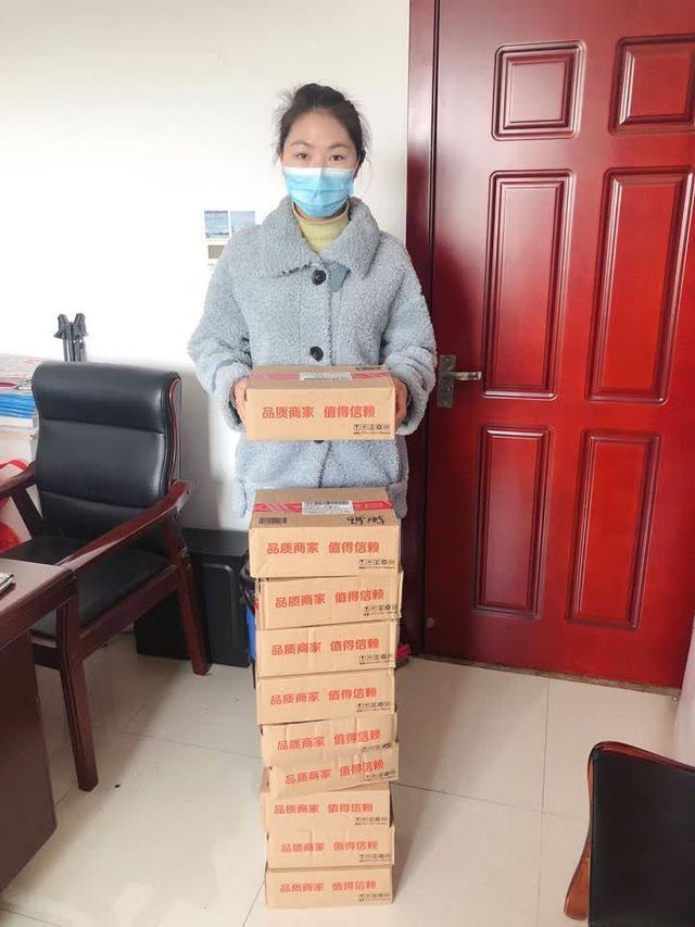 武汉市民自购10箱鸭脖 寄给扬州援鄂医疗队队员