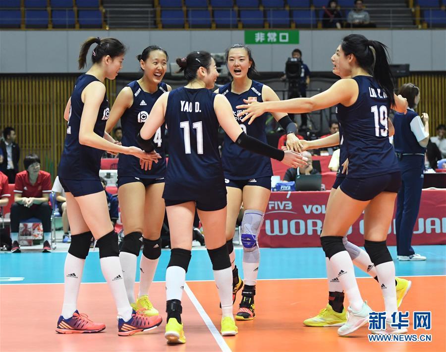 9月24日,中国队球员在比赛中庆祝得分。 当日,在日本札幌举行的2019年女排世界杯赛第二阶段A组循环赛中,中国队以3比0战胜肯尼亚队。 新华社记者贺灿铃摄