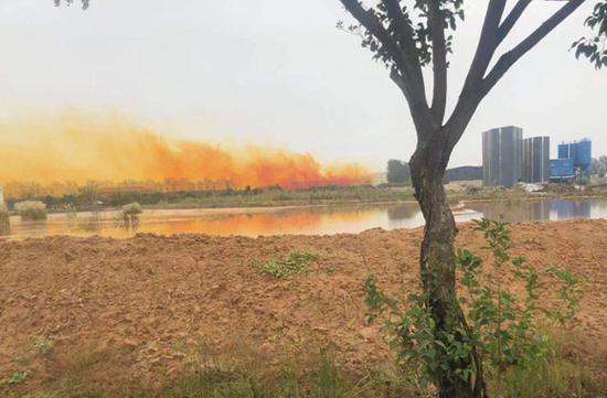 镇江丹阳出现大量黄烟 专家初步判断为硝酸雾