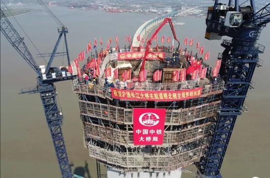 高达330米,为国内最高主塔