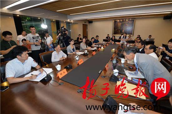 会议现场山本敏雄以侵华战争亲历者家属的身份站出来公开南京大屠杀的真相。