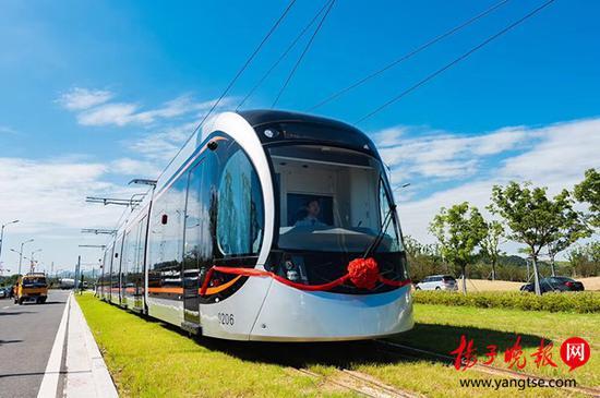 图为正式开通的苏州有轨电车2号线。