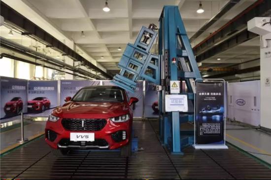 这样的安全配置,行车智能安全,同样在40万+的外资豪华品牌上,同样看不到。