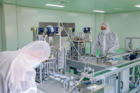 沈阳工学院口罩生产车间于3月30日投入使用。 来源:沈阳工学院
