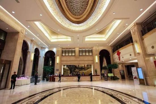大厅高端大气,酒店还有主题亲子房,房间很大,适合一家三口来这里过个周末。