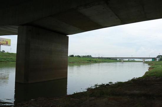 女童璇璇被至亲溺死在南京江宁湖熟街道的一条河里。