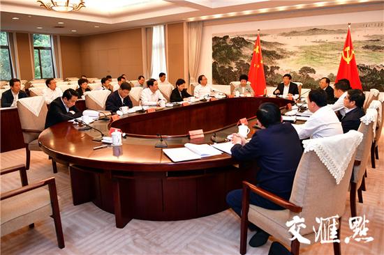 10日,娄勤俭主持召开省委常委会,讨论省级机构改革有关事项。交汇点记者 张筠 摄