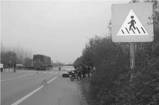张国欣遭遇交通事故因公牺牲现场。