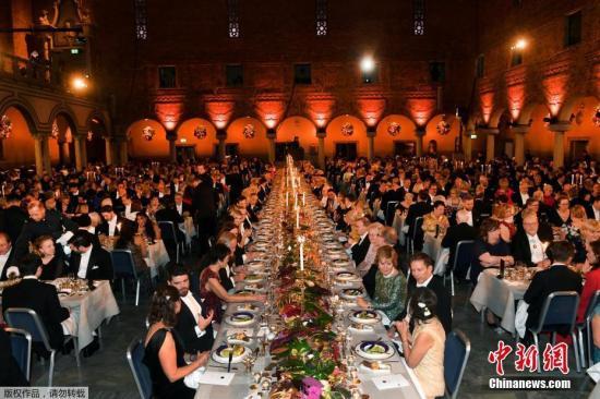 资料图:2018年12月10日,瑞典斯德哥尔摩,诺贝尔奖晚宴举行,诺贝尔奖得主、瑞典王室成员与众多名流出席。