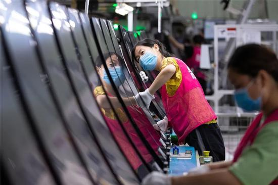 ▲南京LG新港新技术有限公司流水线生产34英寸曲面显示屏