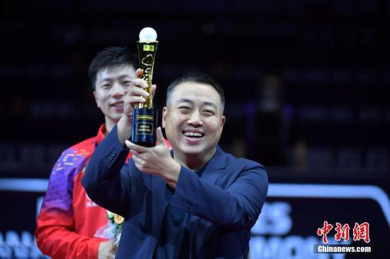 资料图:中国乒乓球协会主席刘国梁出席颁奖仪式。