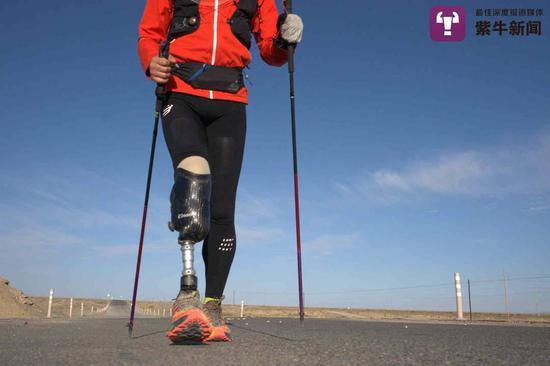 一个人 一只脚 十天 成功穿越534公里戈壁荒漠