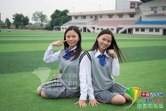 图为陈翠华(左)和陈翠平毕业照