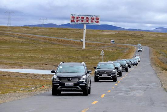 传祺GS8车队驶向索南达杰保护站