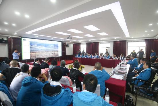 座谈会上,大家集思广益,为三江源生态发展建言献策