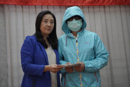 香港被烧伤李伯太太:丈夫五级烧伤 两场手术后未脱离危险