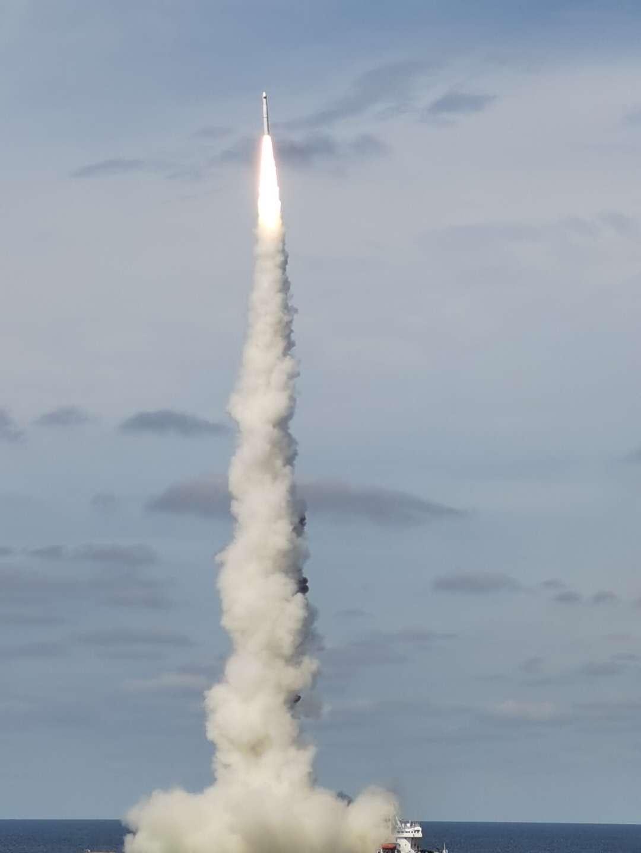 """9月15日,长征十一号运载火箭在黄海海域,""""一箭九星""""发射成功"""