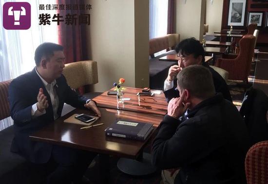 刘持平、刘世权与美国办案人员探讨案情