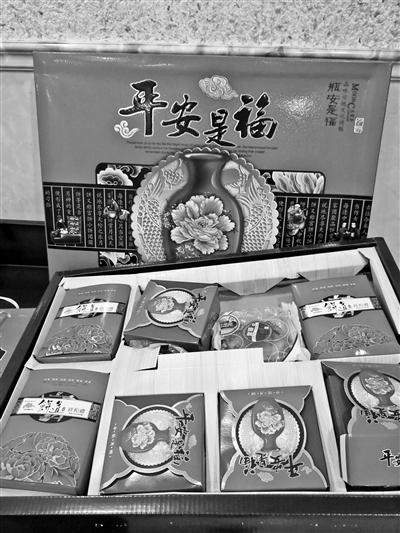 这盒月饼的生产日期有两个年份。