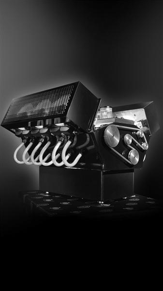 受邀为阿斯顿马丁设计的电脑机箱。