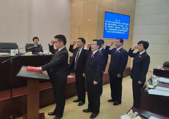 ▲新任命人员面对宪法庄严地宣誓就职