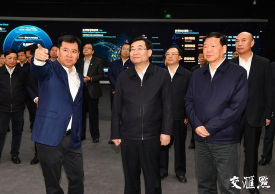 (陕西省党政代表团考察苏宁控股集团。)