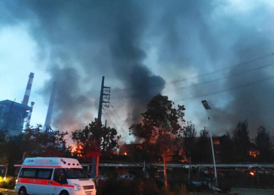 7月19日,河南义马气化厂爆炸事故现场。 新华社 图