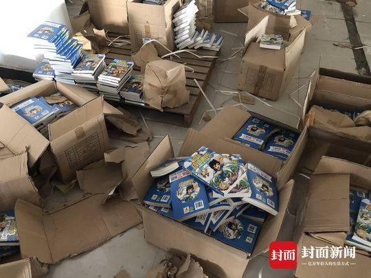 淮安仓库查获的郑渊洁著作 摄影:封面新闻记者滕晗