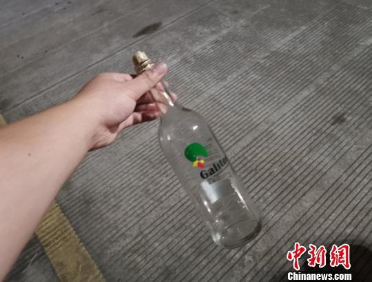 图为:徐某喝掉的白酒 刘益 摄