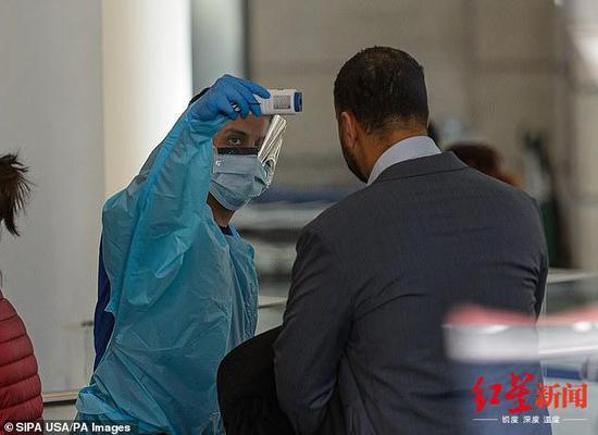 ↑医院对访客进行体温检测,图据纽约时报