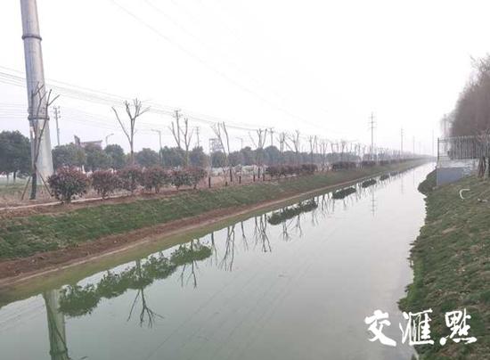 整改后,实联化工旁边的河道。