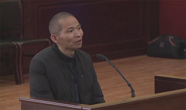 陈贵平在庭审现场 庭审直播截屏